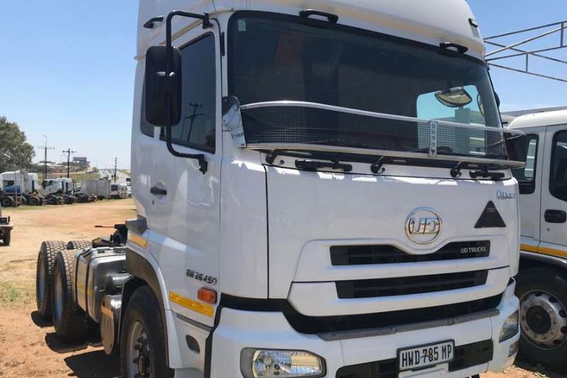 Truck-Tractor Nissan  Double Axle UD450 2016