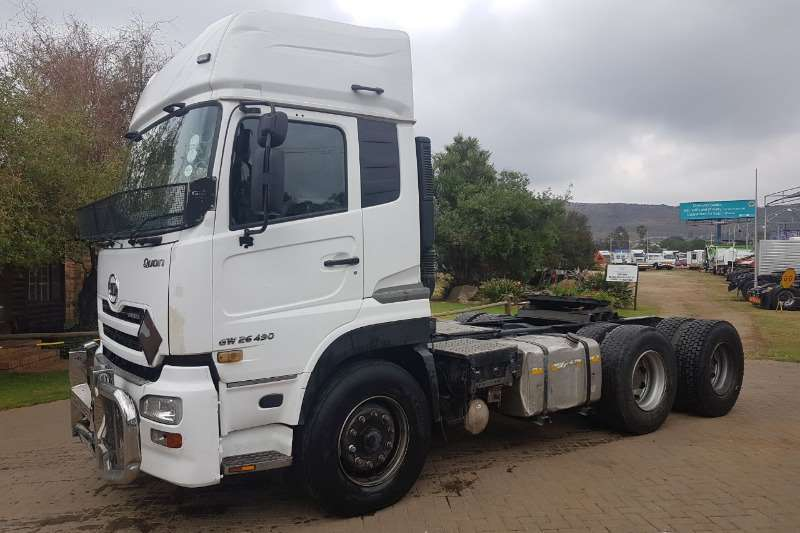 Nissan  double axle UD450 6x4 Truck Tractor Truck-Tractor
