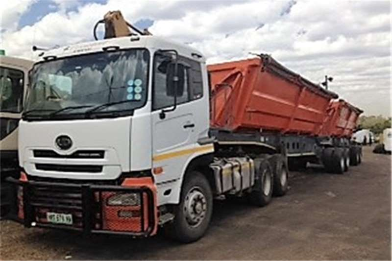 Truck-Tractor Nissan  Double Axle UD460 2008