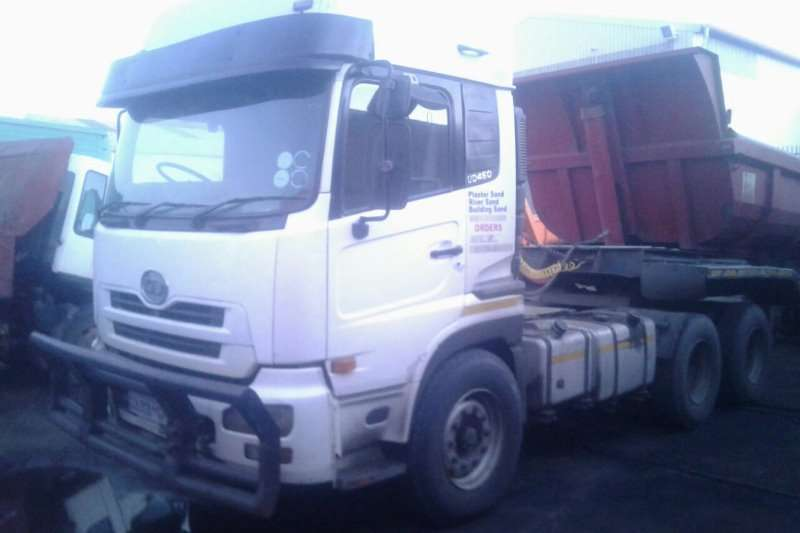 Nissan  double axle UD460 High Roof Truck-Tractor