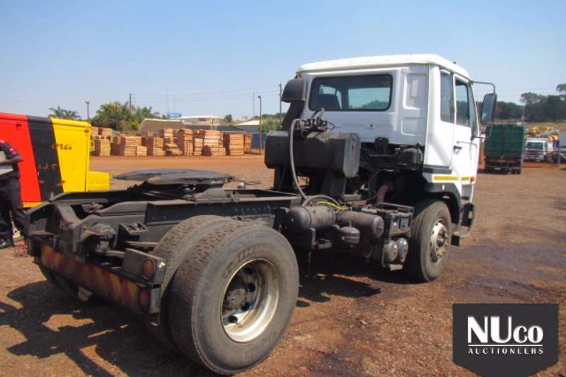 Nissan Nissan UD350 4x2 Horse 152634km DFD408MP 2005 Truck-Tractor