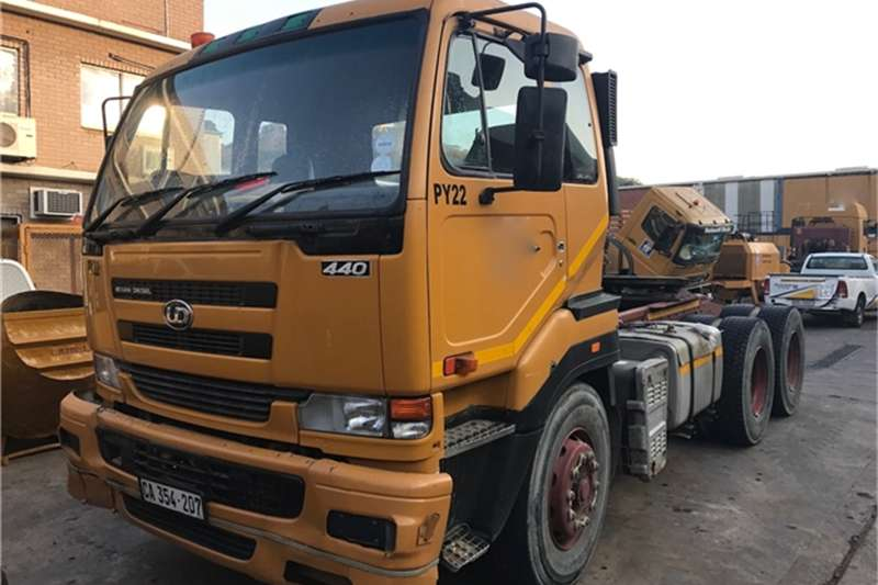 Truck-Tractor Nissan UD440 6X4 TRUCK TRACTOR 2003