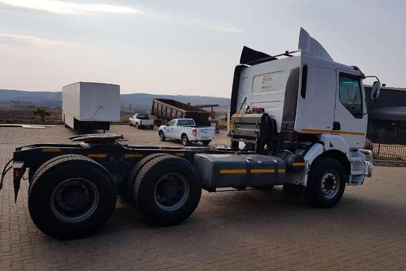 Renault  double axle Kerax 400 Truck-Tractor