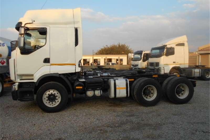 Truck-Tractor Renault  Double Axle Premium Lander 380  2012