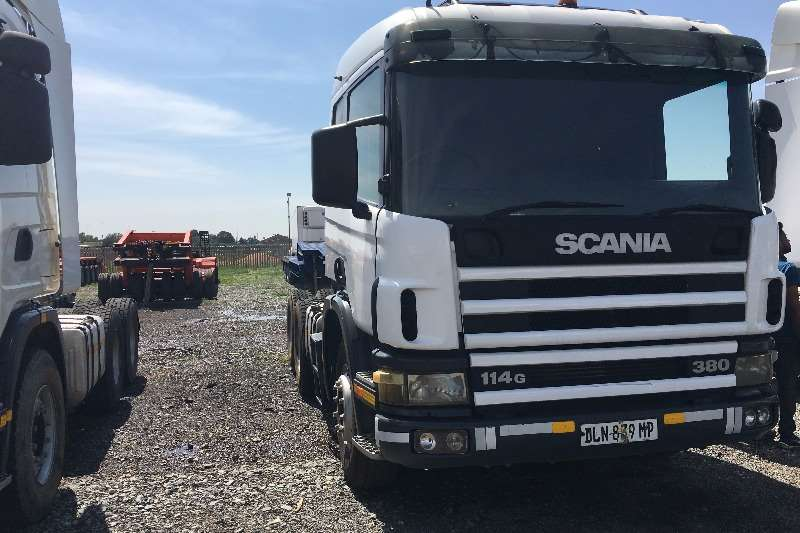 Scania  double axle 2004 Scania 380 Truck-Tractor