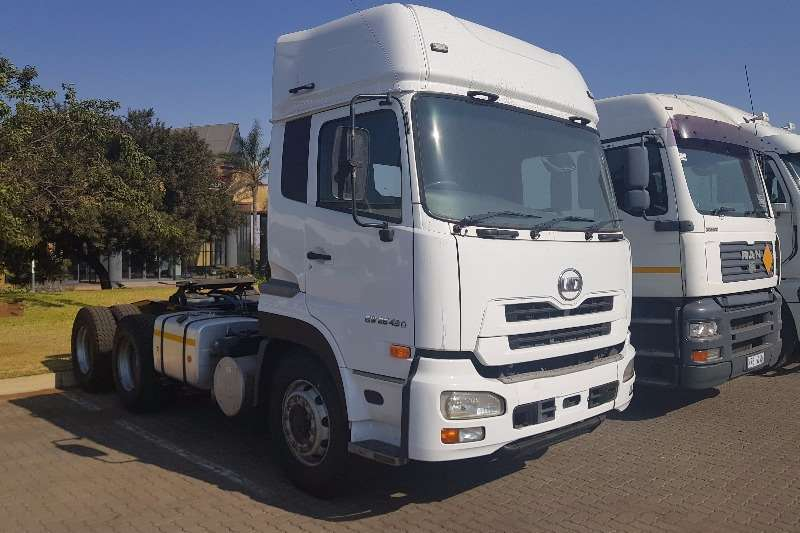 Truck-Tractor UD  Double Axle GW 26 490 2014