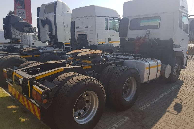 UD  double axle GW 26 490 Truck-Tractor