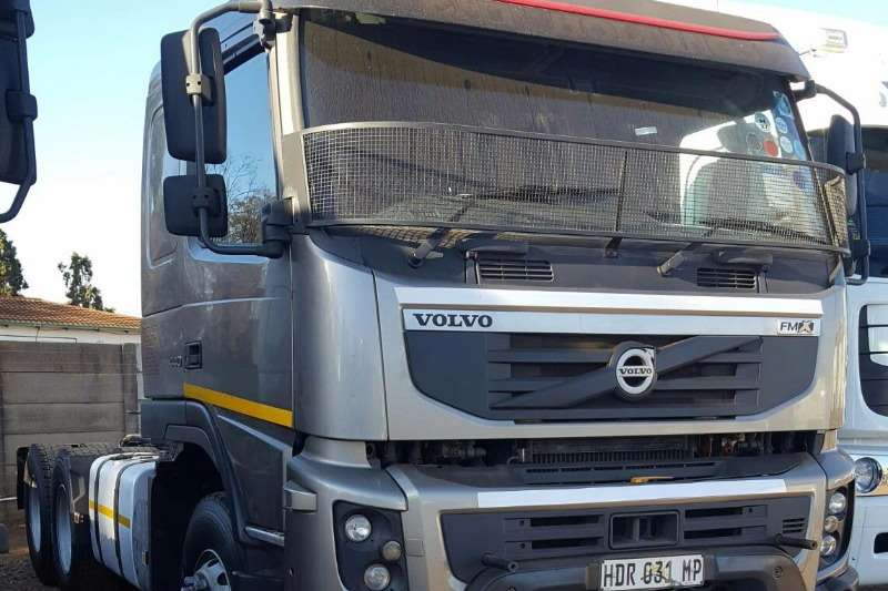 Truck-Tractor Volvo  Double Axle 2013 VOLVO FMX440 2013