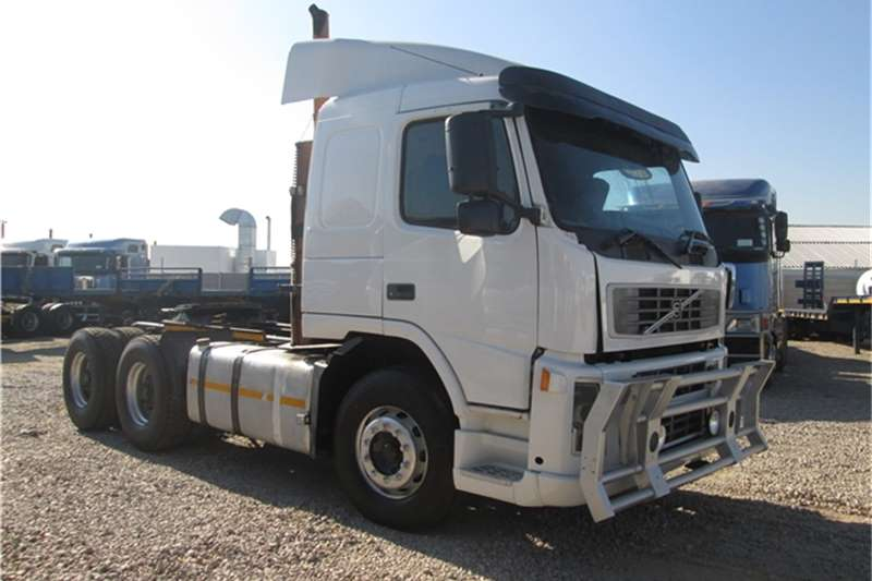 Truck-Tractor Volvo  Double Axle FH12 380 2004