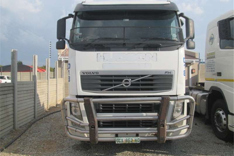 Truck-Tractor Volvo FH13 440 2011