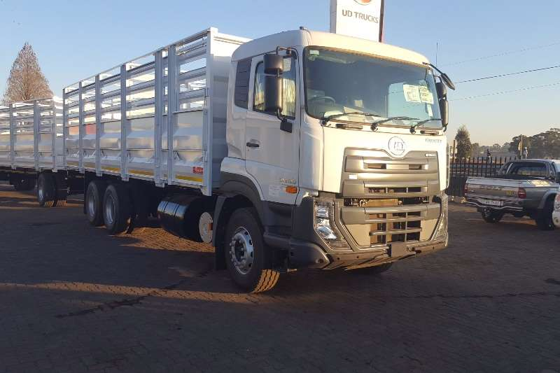 Truck UD Cattle Body Quester 330 Cattlebody 2017