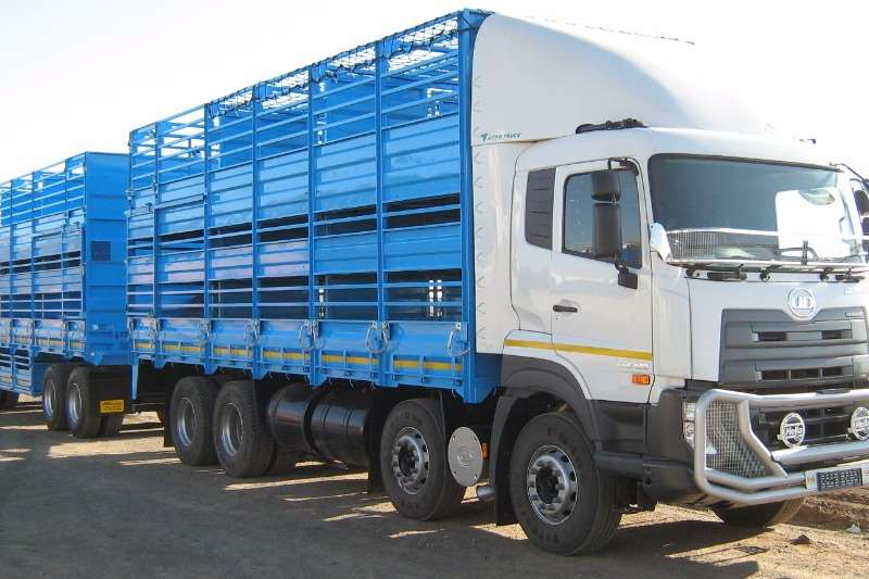 UD Cattle body Quester CGE 420 8x4 Truck