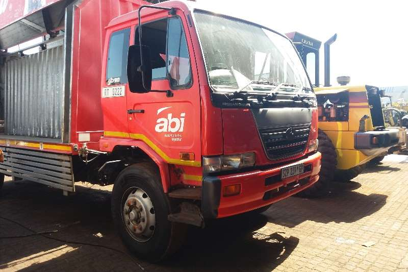 Truck UD Closed Body UD 90 Beverage Load Body 2005