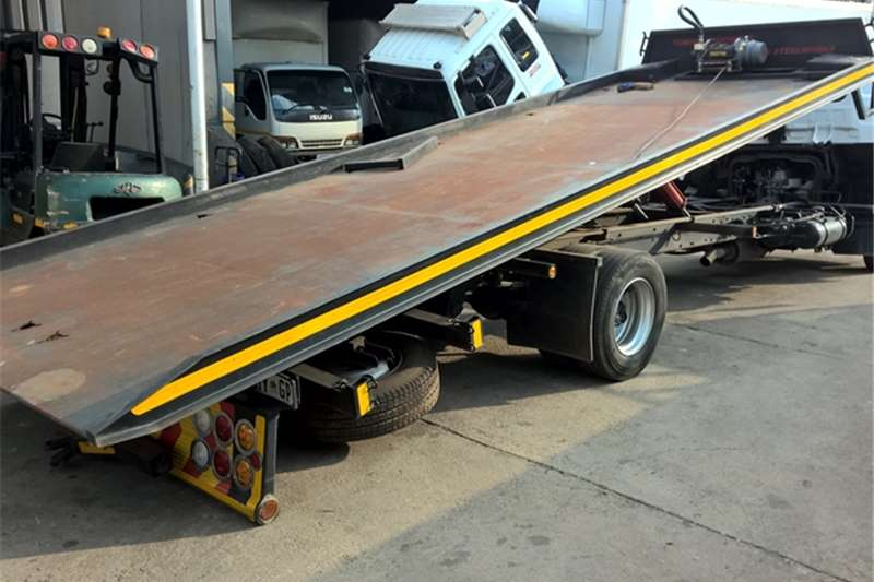 UD Roll back UD60 Truck