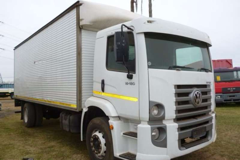 VW Constellation 15-180 With Pantec Body Truck