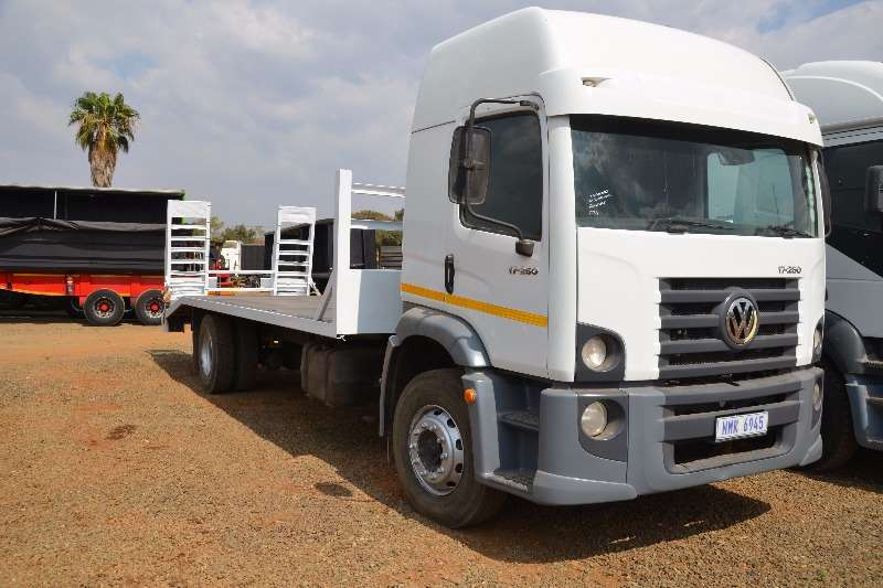 Truck VW Lowbed 8 TON WITH DOVE TAIL PLUS RAMPS 2010