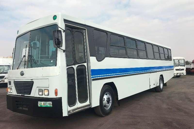 Nissan NISSAN UD290 PANORAMA 65SEATER