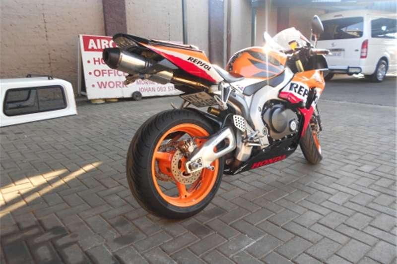 Honda CBR 10000 RR Fireblade #3383 0