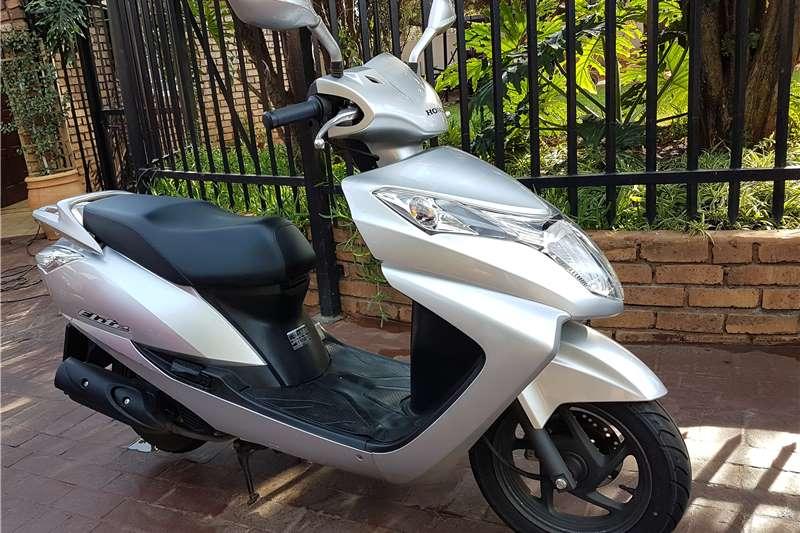 Honda Scooter Elite 0