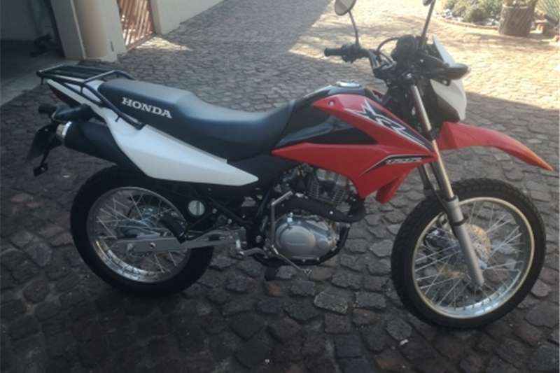 Honda XR125L Brand new..0nly 23km on clock. ..for R2900  0