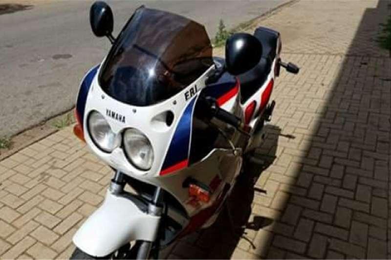 Yamaha FZR1000 0