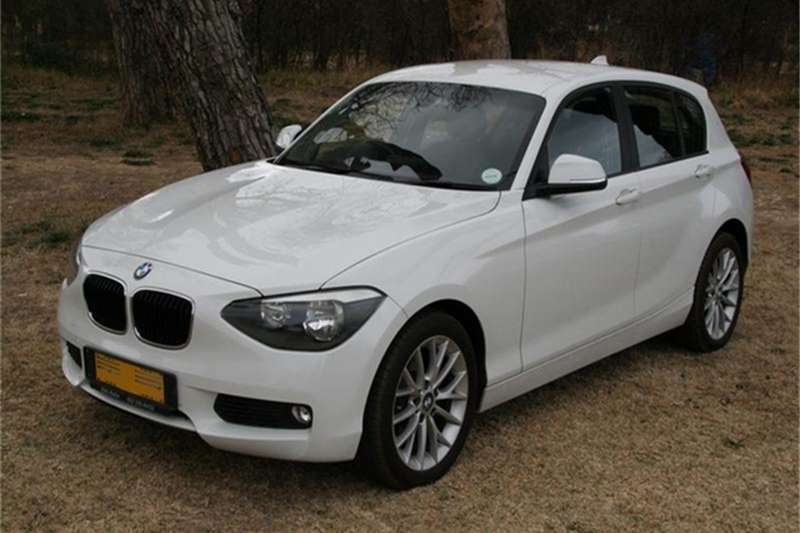 BMW 1 Series 118i 5 door auto 2015