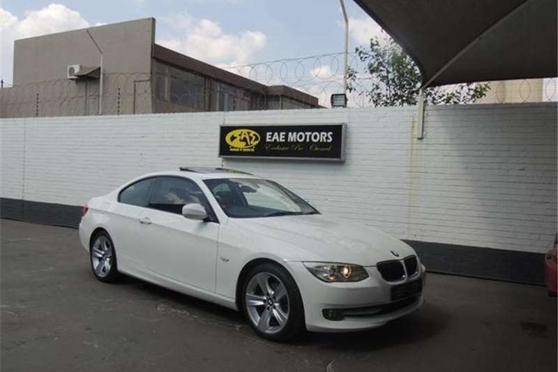 BMW 3 Series 320i coupe 2010