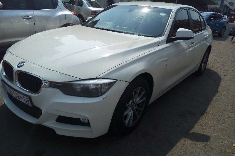 2014 BMW 3 Series 320i Luxury auto