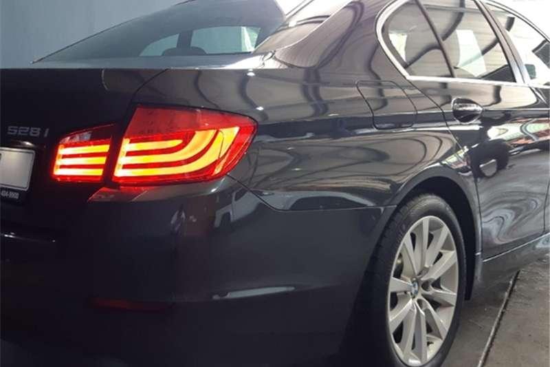 BMW 5 Series 528i 2011