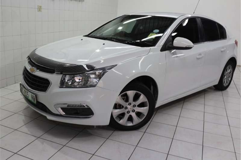 Chevrolet Cruze hatch 1.6 LS 2015