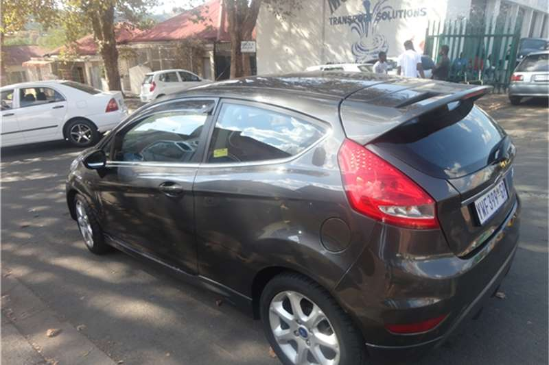 Ford Fiesta 1.4 3 door titanium 2011