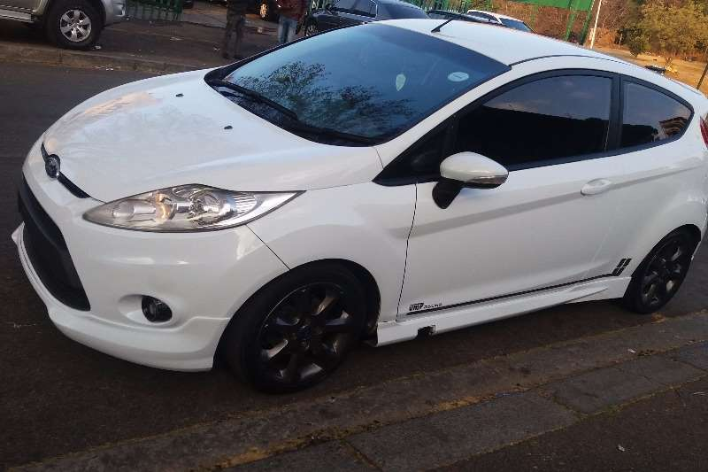 2011 ford fiesta 1 6 3 door titanium finance available cars for sale in gauteng r 125 000 on. Black Bedroom Furniture Sets. Home Design Ideas
