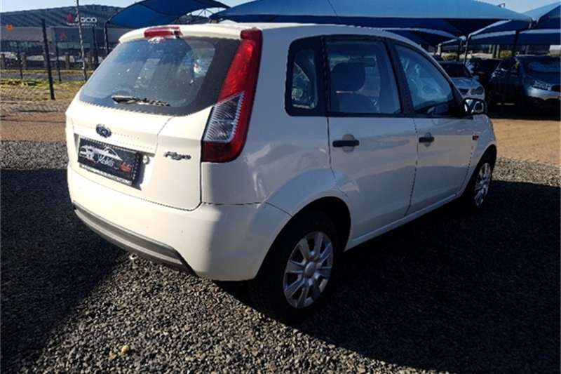 Ford Figo hatch 1.5 Ambiente 2015