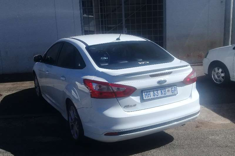 Ford Focus 1.6 Trend 4 door 2014
