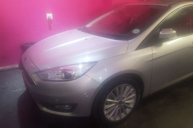 2016 Ford Focus 2.0 4 door Si automatic