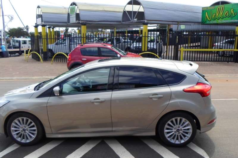 2017 Ford Focus sedan 1.0T Ambiente auto