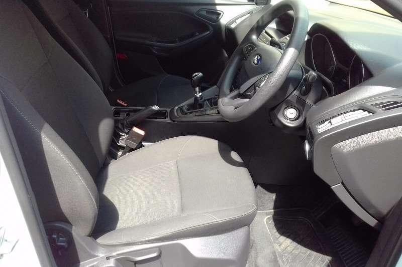 Ford Focus sedan 1.0T Ambiente 2017