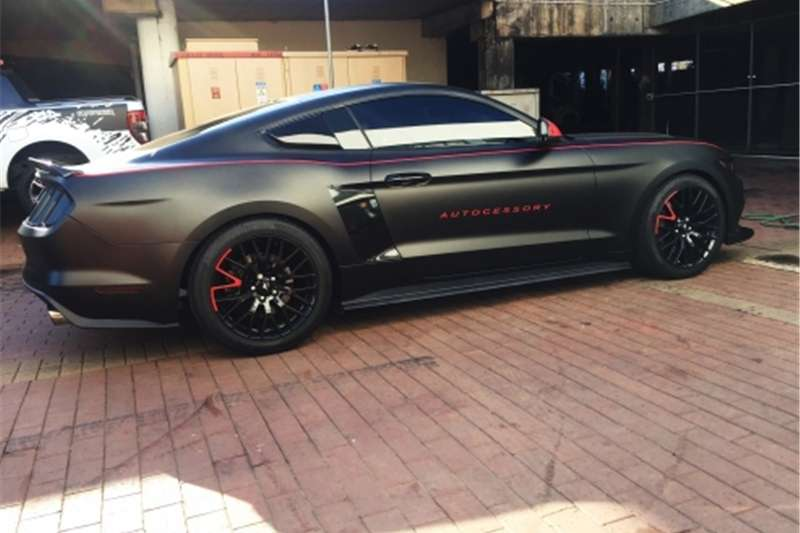 Ford Mustang RED STRIPES