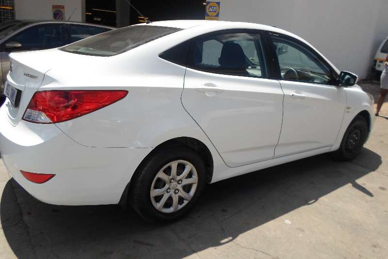 Hyundai Accent sedan 1.6 Fluid 2013