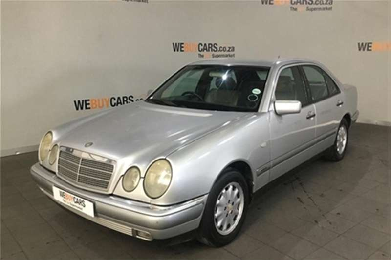 Mercedes Benz E-Class sedan 1998