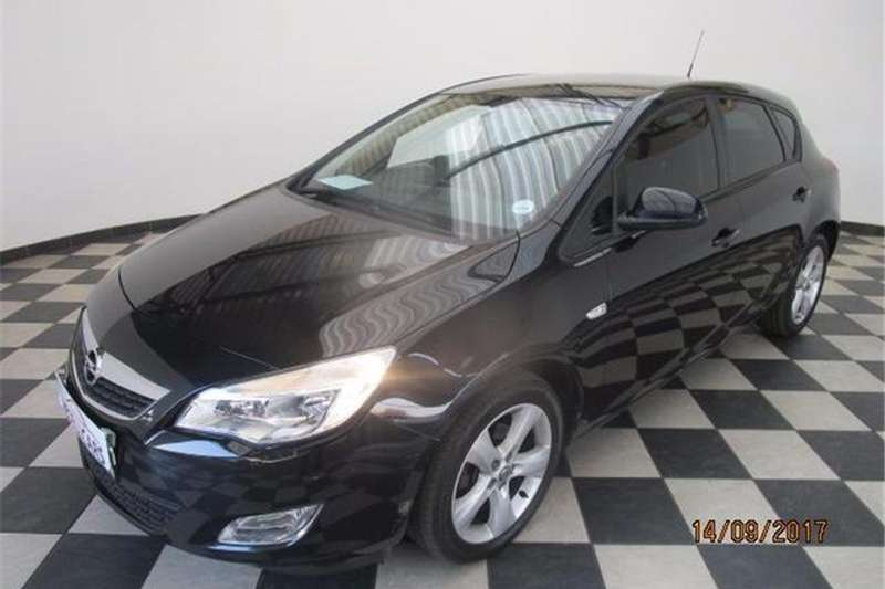 Opel Astra hatch 1.4 Turbo Enjoy 2013