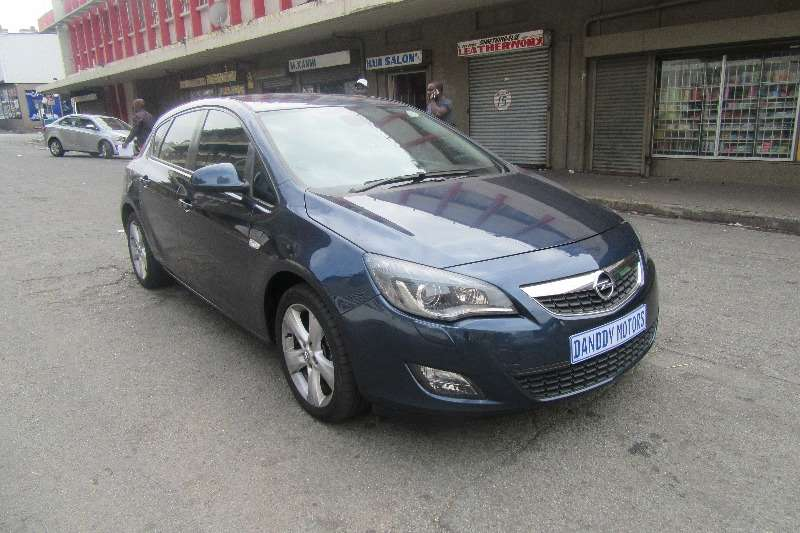 Attractive Opel Astra Hatch 1.4T Sport 2011