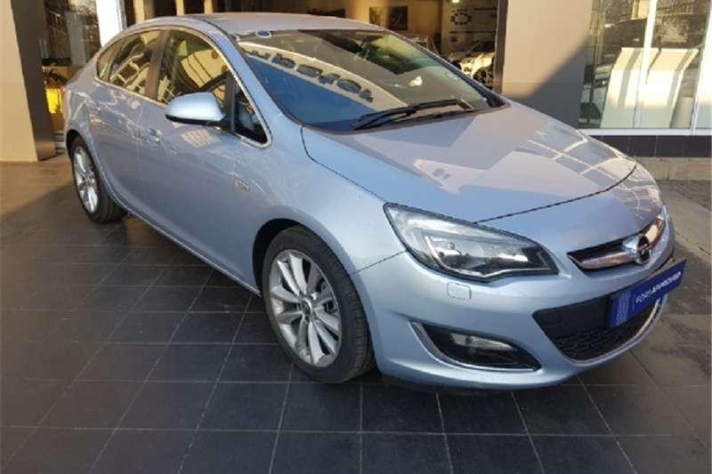 Opel Astra sedan 1.6 Turbo Cosmo 2014