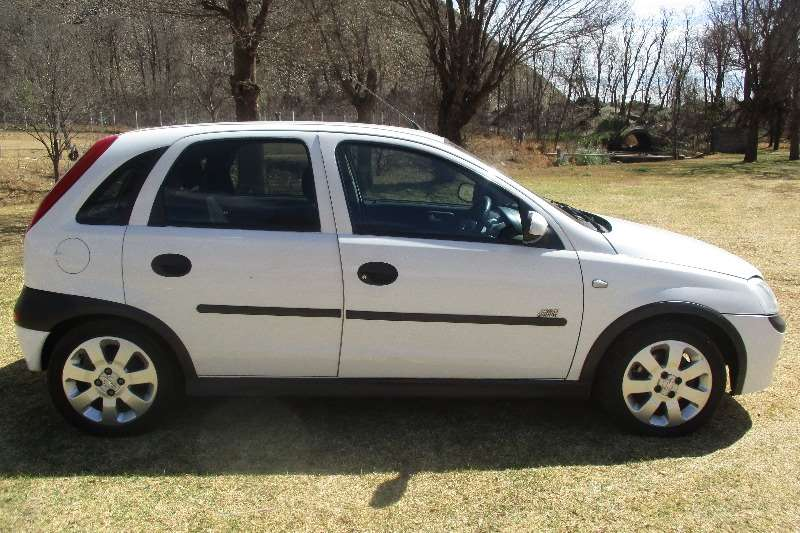 2006 opel corsa 1 4 sport hatchback fwd cars for sale in gauteng r 65 999 on auto mart. Black Bedroom Furniture Sets. Home Design Ideas