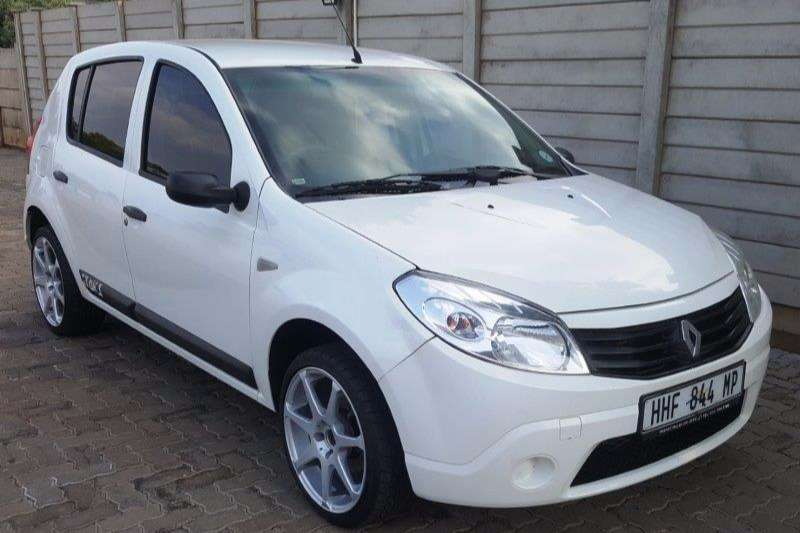 2011 renault sandero 1 6 united hatchback fwd cars for sale in gauteng r 74 900 on auto mart. Black Bedroom Furniture Sets. Home Design Ideas