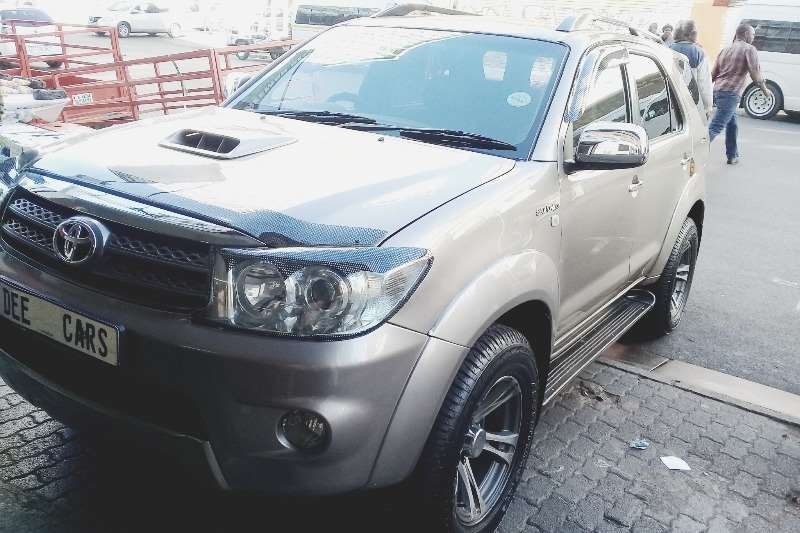 Toyota Fortuner 3.0D 4D 4x4 automatic 2010
