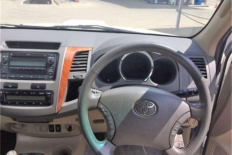 Toyota Fortuner 3.0D 4D 4x4 automatic 2011