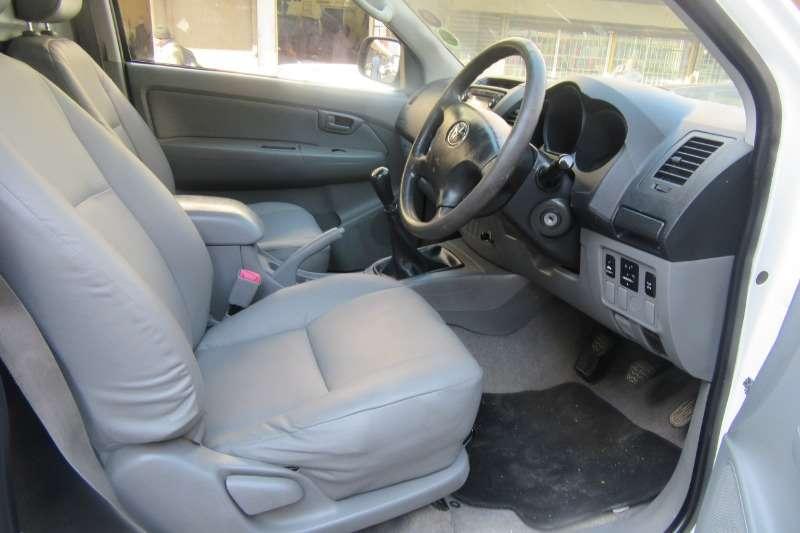 Toyota Hilux 2.5D 4D raised body SRX 2011
