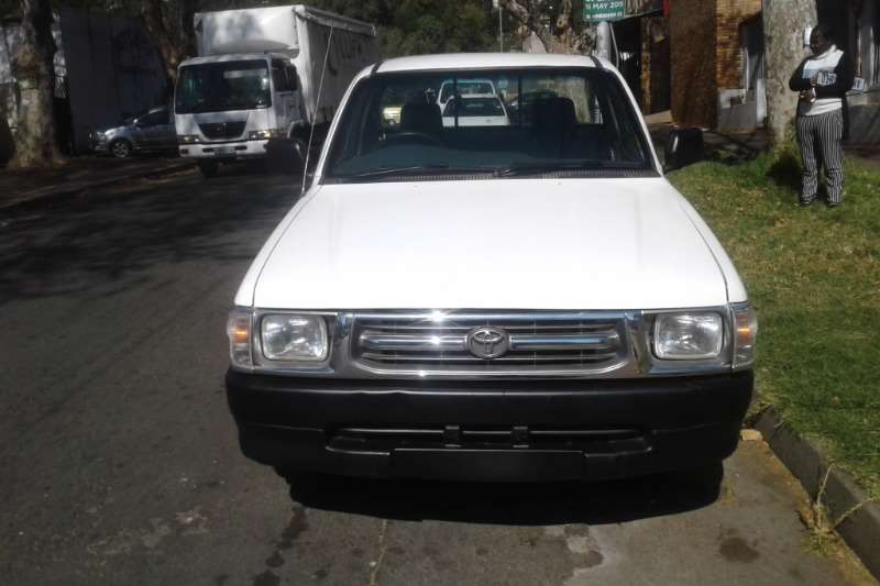 2001 Toyota Hilux single cab