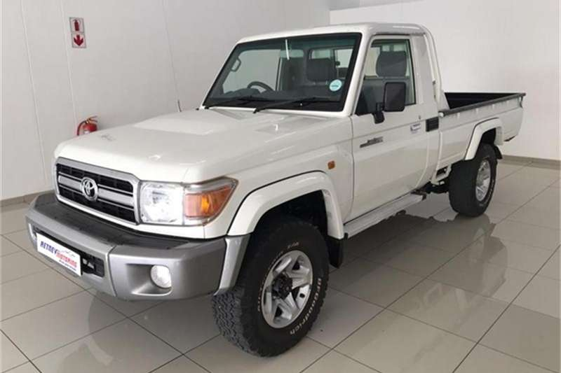 Toyota Land Cruiser 79 4.2D 2012
